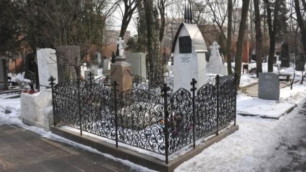 從明年開始,當局打算在意想不到的地方設置Wi-Fi─公墓,吸引遊客造訪。圖為契訶夫墓地。(圖取自《BBC》)