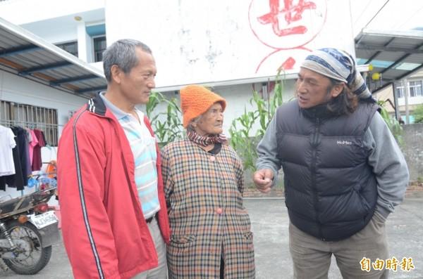 布農族Kavas牧師(右)痛斥,自中華民國政府開山闢路後「中華民國就成了最大的老鼠」,讓原住民失去部落土地的主權。(資料照,記者王秀亭攝)