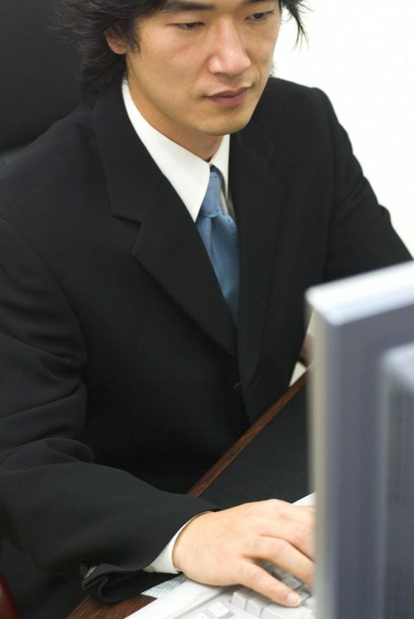 新北市吳姓男子今年4月間,在某網路論壇,取暱稱「老闆包養你」登入,試圖尋找援交,判刑3月,示意圖,與本新聞無關。(情境照)