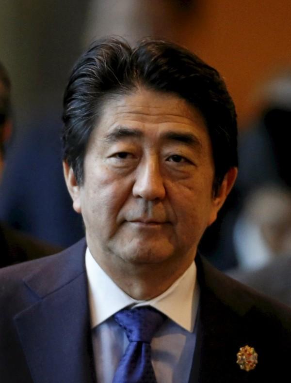 日本內閣官房長官菅義偉今上午召開記者會,證實日本首相安倍晉三(見圖)的個人官網遭到駭客攻擊。(路透)