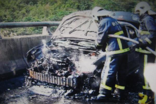 火燒車理應早就無法再開,但卻「借屍還魂」,變造販售。(記者林宜樟翻攝)