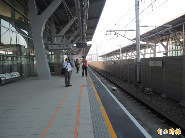 高鐵雲林站訊號異常,南下3個班次乘客受影響。(記者廖淑玲攝)