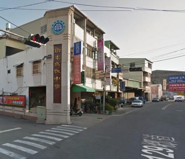 台中市大里區私立僑泰高中驚傳一名高職部男學生,今天上午驚傳疑似在校跳樓身亡,墜樓原因正在調查中。(圖片擷取自google map)