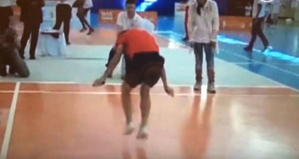 中國一名小五男學生跳繩打破紀錄,他花30秒能跳出220下的佳績,算起來1秒可跳7.3下。(圖擷取自YouTube)
