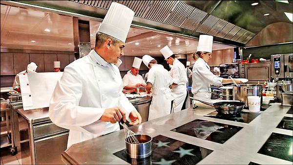 名廚沃里爾在瑞士開設的頂級法國菜餐廳Restaurant de l'Hotel de Ville,名列第一。(取自網路)
