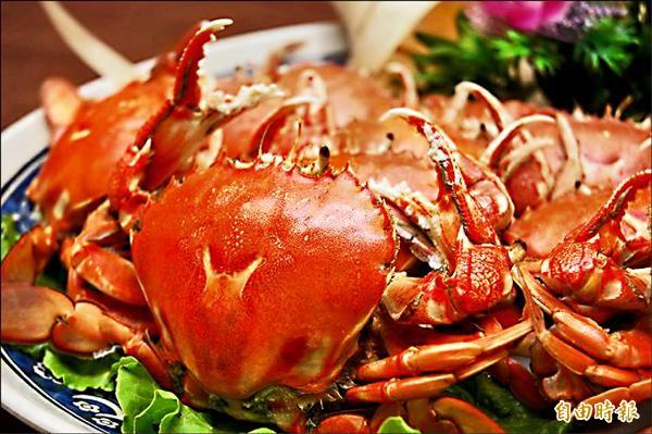 黃金蟹煮熟後呈金黃色,被漁會命名為基隆黃金蟹。(記者林欣漢攝)