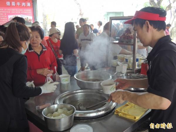 網友在PTT詢問:有沒有「那是觀光客在吃的」的八掛?引來許多台南網友留言。圖為台南牛肉湯,與本新聞無關。(資料照,記者林孟婷攝)