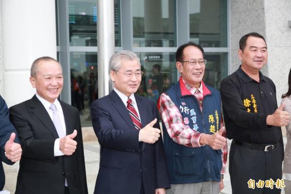 行政院長毛治國(左二)。(資料照,記者鄭鴻達攝)