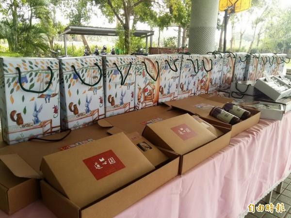 成大師生協助蓮心園設計的蛋捲禮盒,實用多元運用。(記者王涵平攝)