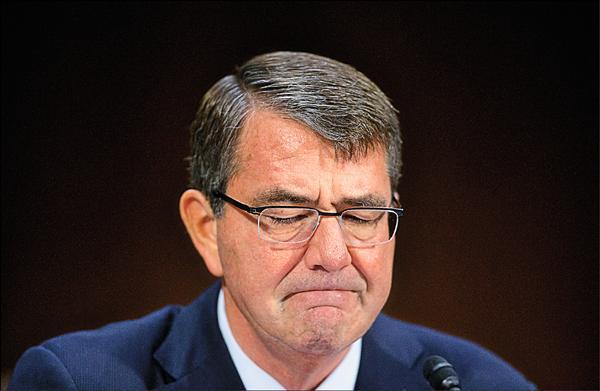美國國防部長卡特被踢爆在剛上任的頭幾個月,曾使用私人電郵帳號處理公務,成為繼前國務卿希拉蕊.柯林頓以來,另一名以私人電郵處理公務的歐巴馬政府要員。(美聯社檔案照)