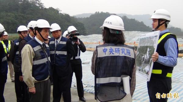 總統馬英九視察南港生技園區,對於工程延宕要求中研院嚴加督導。(資料照,記者湯佳玲攝)