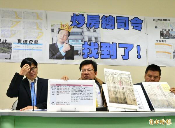 民進黨立院黨團立委李俊俋(圖中)召開記者會指國民黨在選前脫產。(記者王藝菘攝)