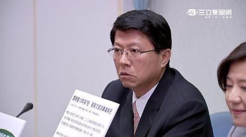 台南市議員謝龍介加入「正毅」兄弟連線陣容,緊咬蔡英文炒地皮案。(圖擷取自三立新聞)