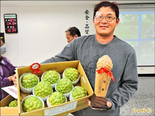 台東地區農會農友洪文賢連續兩年拿下釋迦果園評鑑冠軍。(記者張存薇攝)