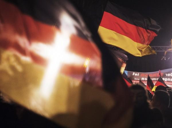 德國民眾查覺先前統治東德的共產黨人士暗中進行脫產,德國國會因此立法設立「東德政黨與群眾組織財產獨立調查委員會」。(美聯社)