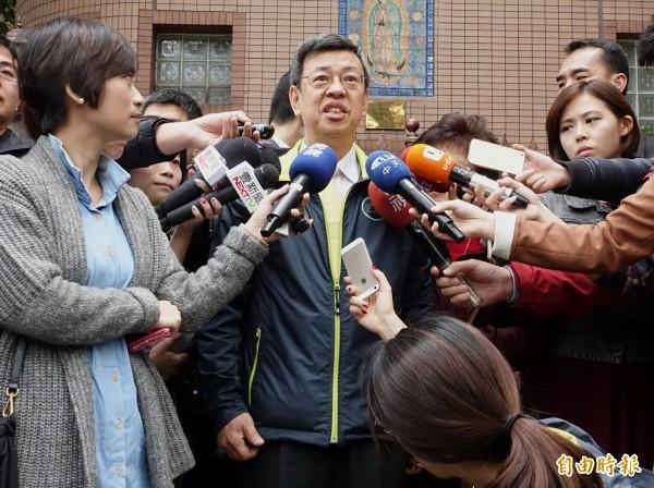 民進黨副總統候選人陳建仁感謝移工對台灣長照系統的貢獻,並為自己日前失言致歉,也對長照機構的照護人員至上最高的敬意。(記者王藝菘攝)