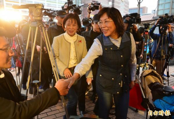 國民黨副總統候選人王如玄(右)參加「圓滿台灣冬至團圓送暖活動」記者會。(記者王藝菘攝)