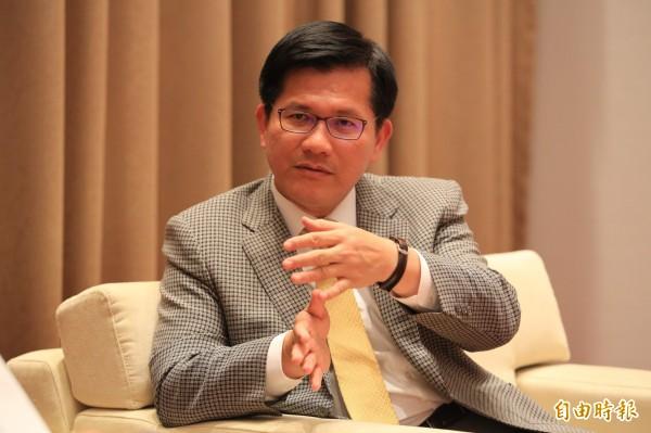 台中市長林佳龍接受媒體專訪時表示,雖去年九合一選舉國民黨大敗,但仍未到谷底。(資料照,記者張菁雅攝)