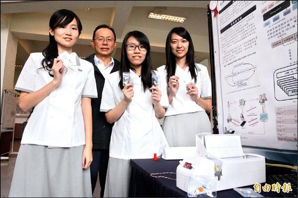 慈濟大學師生開發智慧藥盒,還打算找醫院、藥廠合資量產。(記者花孟璟攝)