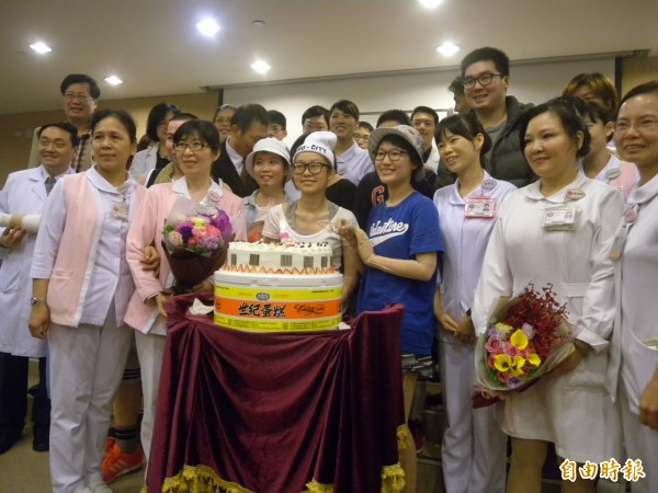 三軍總醫院為八仙塵爆傷患舉辦重生慶祝會。(記者吳亮儀攝)