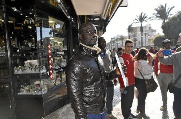 塞內加爾裔男子恩甘門(Ngame)昨日得獎獲得40萬歐元(約新台幣1453萬元)的彩金。(圖擷取自阿梅里亞之聲網站)