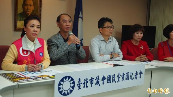 台北市議會國民黨團針對柯P就任滿一週年召開檢討記者會。(記者蔡亞樺攝)
