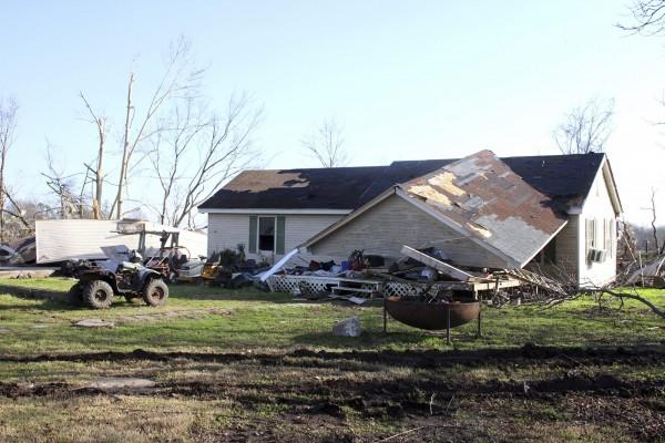 美國南部數州日前遭暴風雨及龍捲風襲擊,至少10人死亡。(路透社)
