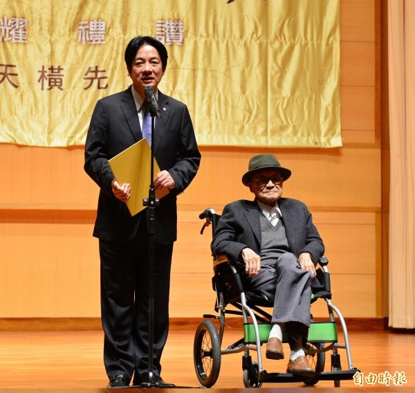台灣研究活字典,黃天橫獲頒第4屆「台南文化獎」。 (記者黃文鍠攝)