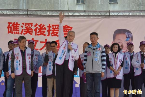 吳敦義前往宜蘭為黨籍立委候選人造勢。(記者朱則瑋攝)