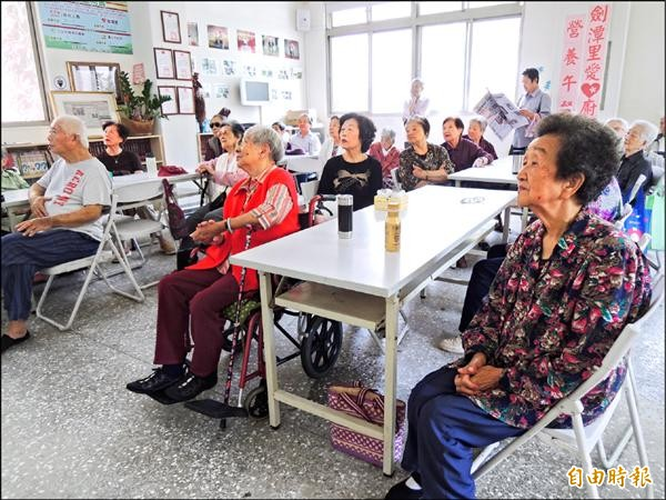 台北市社會局將選定50個老人活動據點升級,新增日托、家訪等服務。(記者葉冠妤攝)