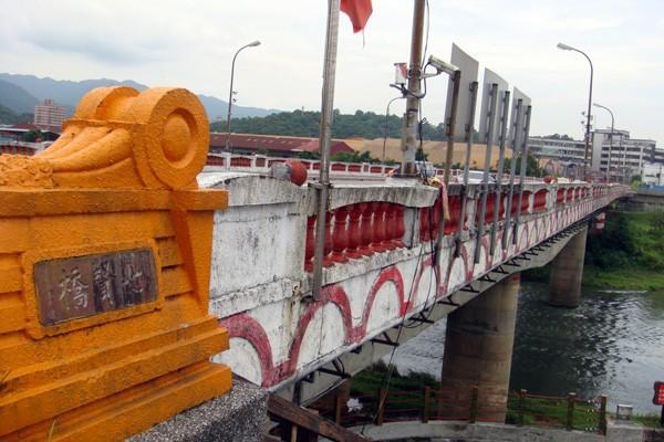 七賢橋改建工程日前順利完成招標作業,由旭盛營造公司以二億七千九百萬元得標。(記者俞肇福攝)