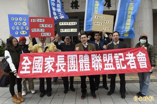 全國家長團體聯盟今天中午發出聲明,反對恢復基測,反對聯考復辟。(資料照,記者陳志曲攝)