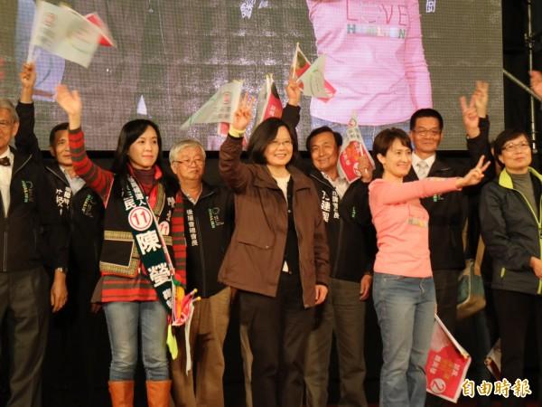 民進黨今晚在花蓮市自由街停車場舉行總統蔡英文、立委蕭美琴選前造勢晚會(記者王錦義攝)