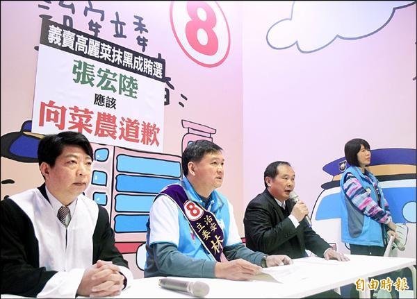 國民黨板橋西區立委候選人林國春(左二)召開記者會反擊對手抹黑。(記者陳韋宗攝)