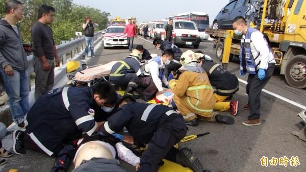 這場「拉手煞車」車禍造成2死7傷。 (資料肇,記者王涵平攝)