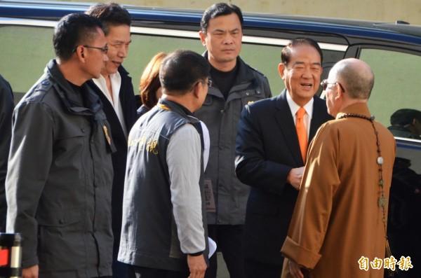 親民黨副總統候選人宋楚瑜抵達會場。(記者鄭淑婷攝)