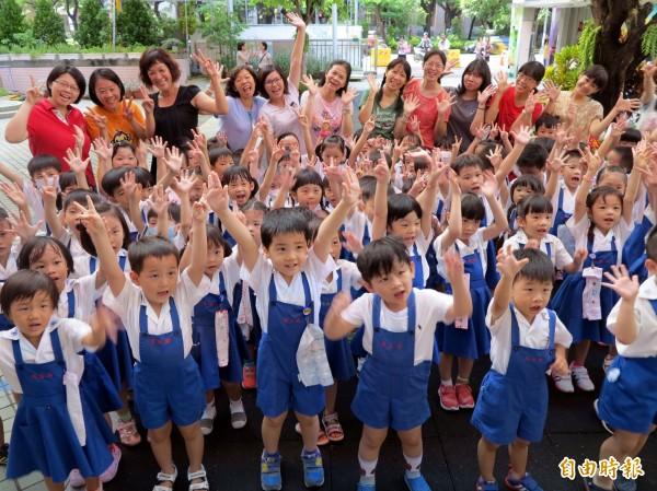 高雄市幼兒教育及照顧補助往下延伸至2歲,將從今年2月1日起實施。圖為榮獲教育部教學卓越銀質獎的前金幼兒園。(記者洪定宏攝)