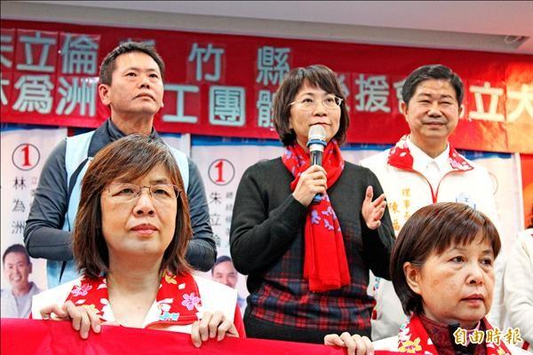 國民黨昨成立新竹縣勞工團體後援會,副總統候選人王如玄(中)、新竹縣立委候選人林為洲一起出席。(記者黃美珠攝)