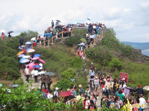 選前中國限縮中國遊客來台,但其他地區的旅客卻增加了。圖為景點貓鼻頭。(資料照,記者蔡宗憲攝)