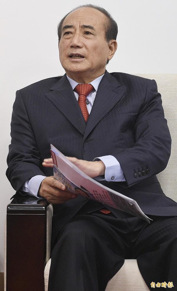 立法院長王金平上午受訪表示,「國民黨民調有依據的嘛,沈默的大眾逐漸回流國民黨也是事實」。(記者陳志曲攝)