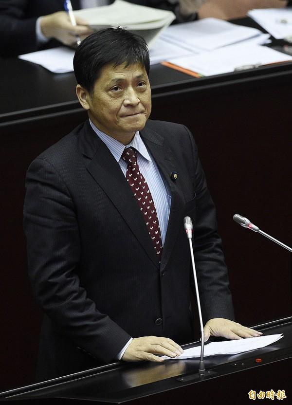 立法院台聯黨團總召賴振昌表示,馬政府已到執政尾聲,仍不改「偷偷摸摸」施政、「黑箱」作風。(記者陳志曲攝)