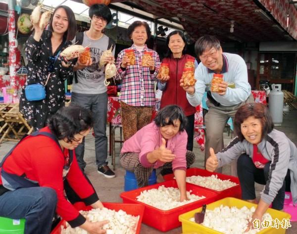 無米樂農村推動社會企業,一分地種蘿蔔製作醃蘿蔔,出乎預料地熱賣。(記者王涵平攝)