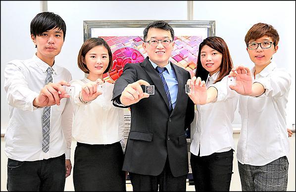 興大醫工所助理教授陳建甫團隊研發成本低且簡易的血型檢測晶片。(記者蔡淑媛翻攝)