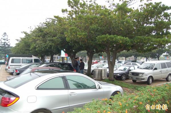警方昨日下午在中壢休息站找到徐男,但他竟在車內割腕自殺,示意圖,與本新聞無關。(資料照,記者沈繼昌攝)