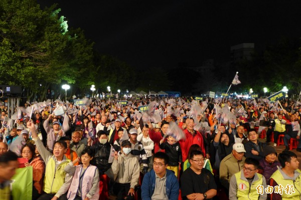 選前超級星期天,民進黨黨團總召柯建銘今晚舉辦「新新竹新客家之夜」活動,吸引萬人到場。(記者王駿杰攝)