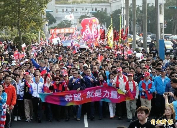國民黨昨天舉辦大遊行,拉抬氣勢。(資料照,記者方賓照攝)