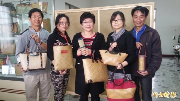 檨林社區藺草工坊歡喜成立。(記者楊金城攝)