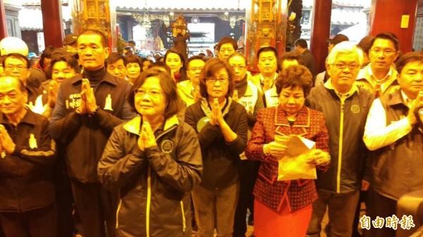 民進黨總統候選人蔡英文前往北港朝天宮參拜。(記者鄭旭凱攝)
