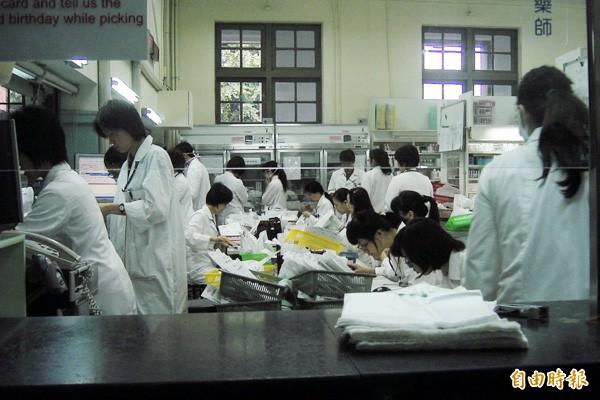 勞動局針對北市醫療院所勞動條件的檢查結果,台大醫院違規項目6項最多。(資料照)