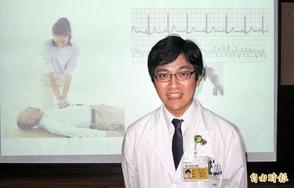 台南市立醫院心臟科主治醫師劉力瑋提醒民眾冬天與晨起要防範狹心症(心肌梗塞)作祟。(記者王俊忠攝)